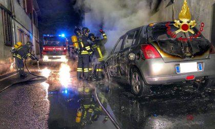 Due auto in fiamme ad Arconate FOTO