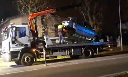 Incidente tra auto a Inveruno, grave il ragazzo coinvolto