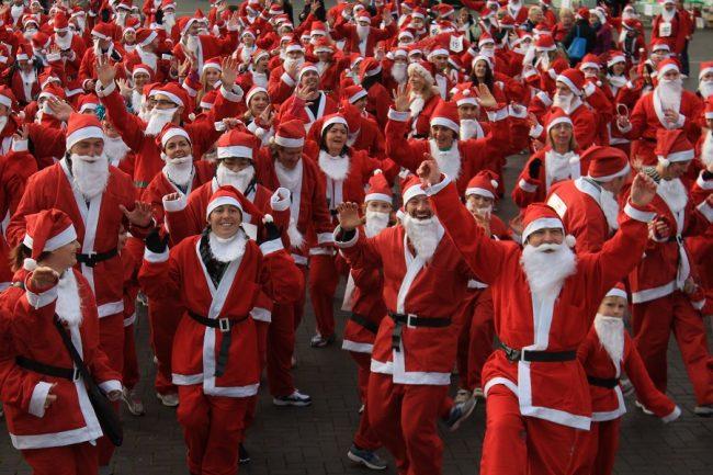 Corsa dei Babbi Natale e mercatino in centro: Venegono si prepara alle feste