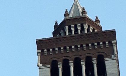 Crocifisso pericolante, pompieri sul campanile di San Giulio FOTO