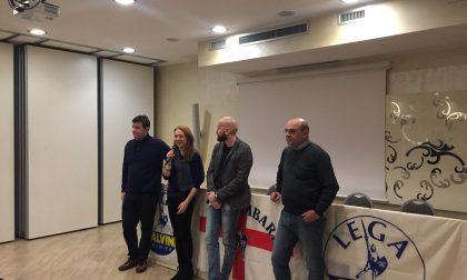 Salvini telefona alla cena della Lega di Nerviano