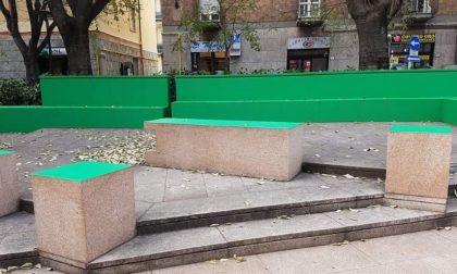 Rho: le panchine diventano verdi, alcuni rhodensi rossi dalla rabbia