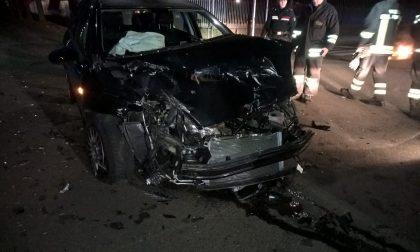 Scontro tra autopompa e auto: sei feriti, uno è grave FOTO