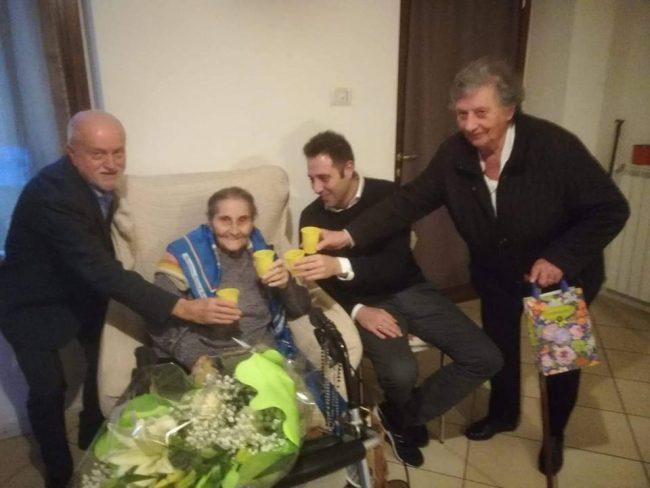 Nonna Cesira compie 102 anni