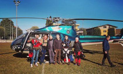 Befane paracadutiste a Saronno con l'europarlamentare Comi FOTO