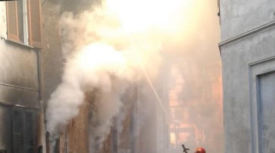 abitazione in fiamme