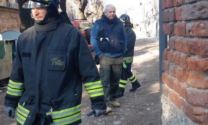 Via Dante, Polizia locale e Vigili del fuoco nelle case degradate