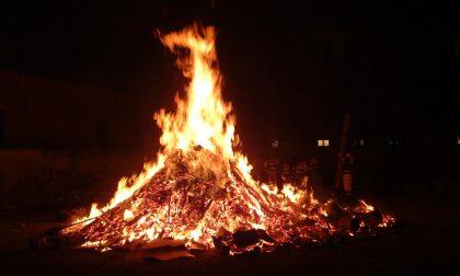 Si accende stasera il Falò di Sant'Antonio a Venegono