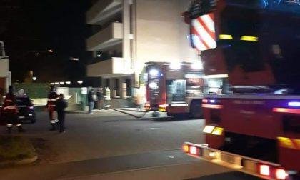 Auto in fiamme a Legnano nella notte