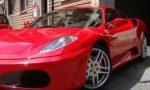Ruba una Ferrari e la parcheggia sotto casa: denunciato