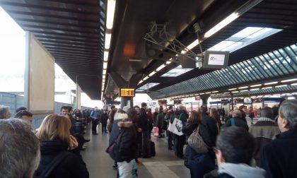 Treno fermo alla stazione di Rho: continuano i disagi