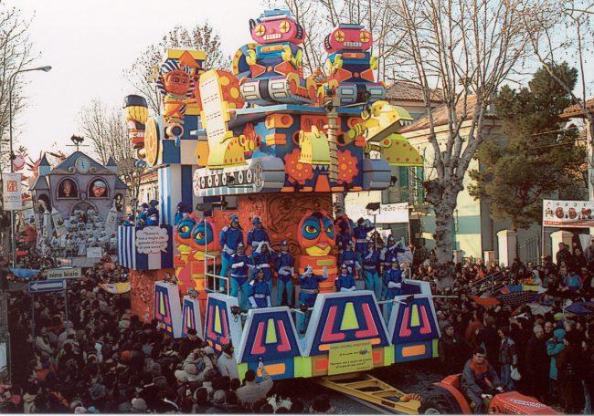 Carnevale a Tradate, tornano i carri e la festa in città