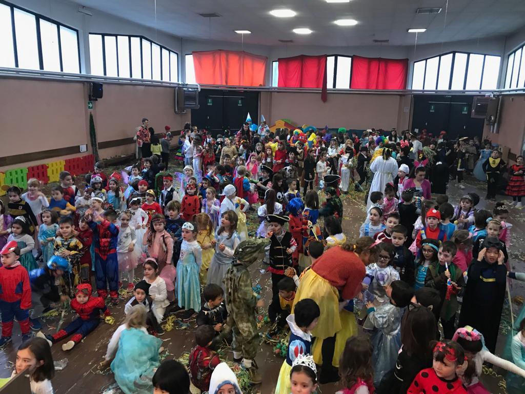 Parabiago, festa Carnevale scuola Gajo