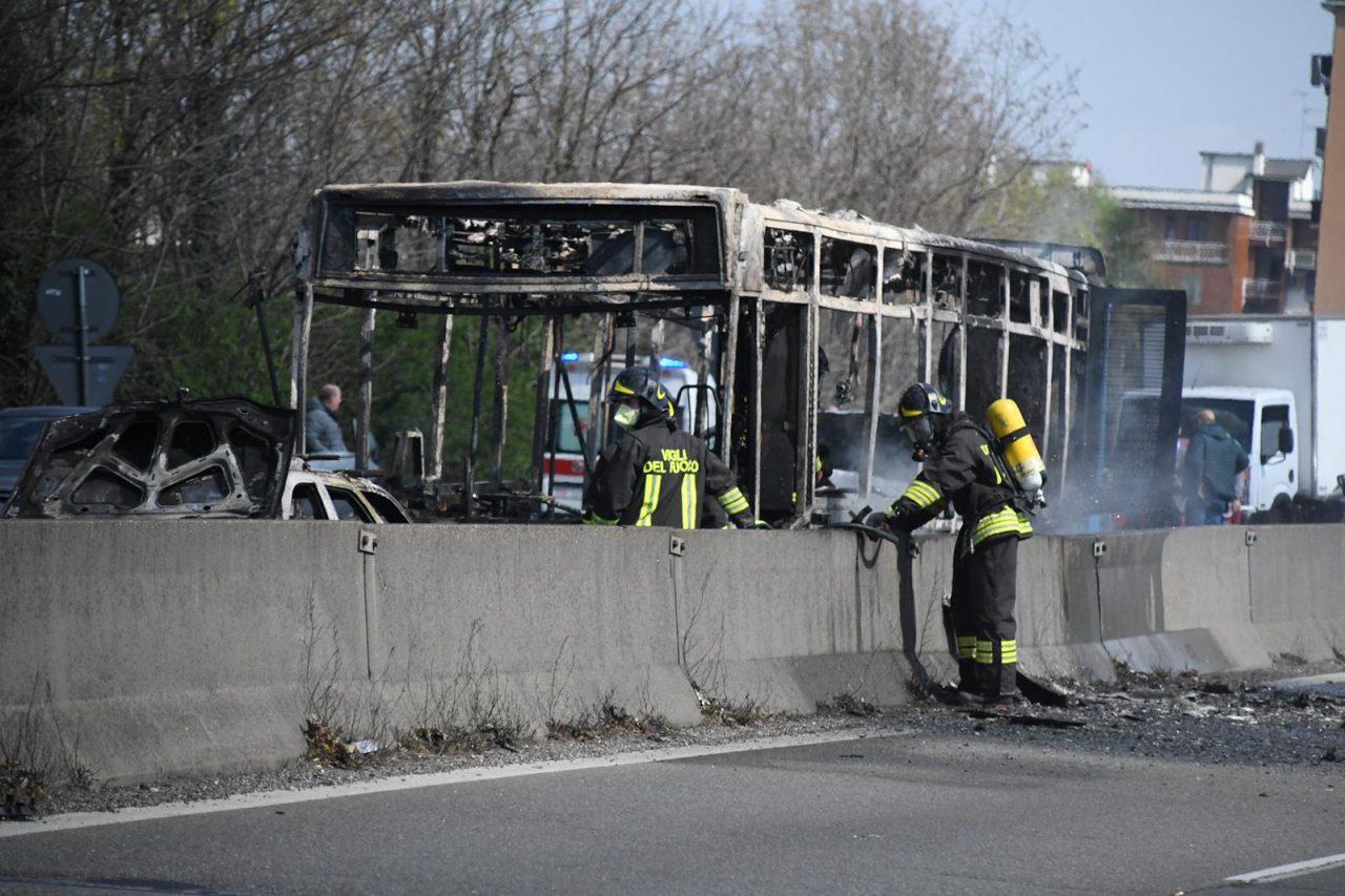 Pullman a fuoco a San Donato