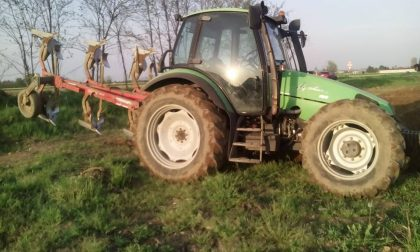Rubano un trattore nell'azienda agricola