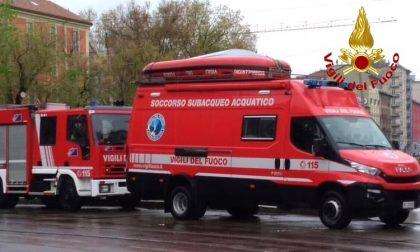 Scivola nel Naviglio, sull'alzaia arrivano Carabinieri e Vigili del fuoco