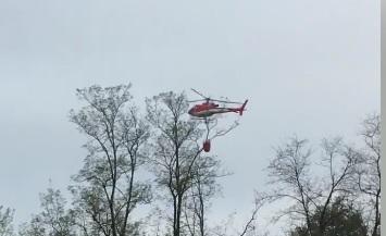 Incendio nei boschi di Sant'Andrea, pompieri in azione con l'elicottero FOTO