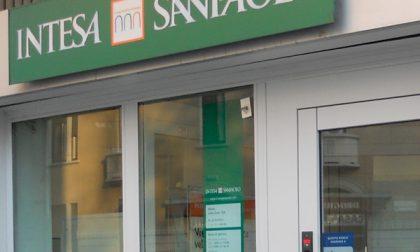Chiude la banca, protesta anche a Canegrate