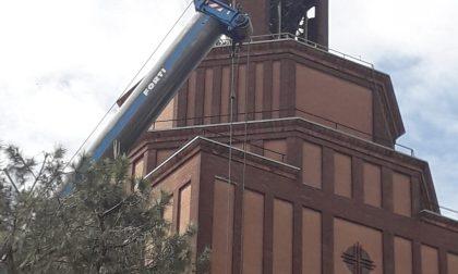 Lamiere a rischio caduta dal campanile, via ai lavori di sistemazione FOTO