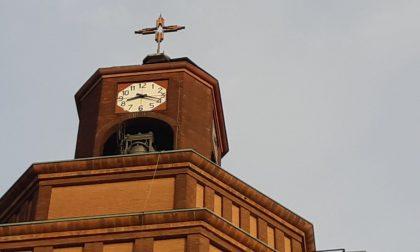 Lamiere di rame rischiano di staccarsi dal campanile. Chiude l'asilo FOTO