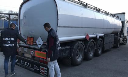 Sessanta tonnellate di gasolio di contrabbando sequestrate dai finanzieri