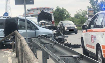 Camion contro auto: traffico in tilt a Rho FOTO