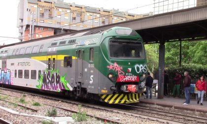 Sfiorato dal treno in corsa, paura alla stazione di Legnano FOTO