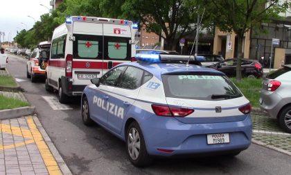 Butta a terra la sua vittima e la rapina dello smartphone: arrestato