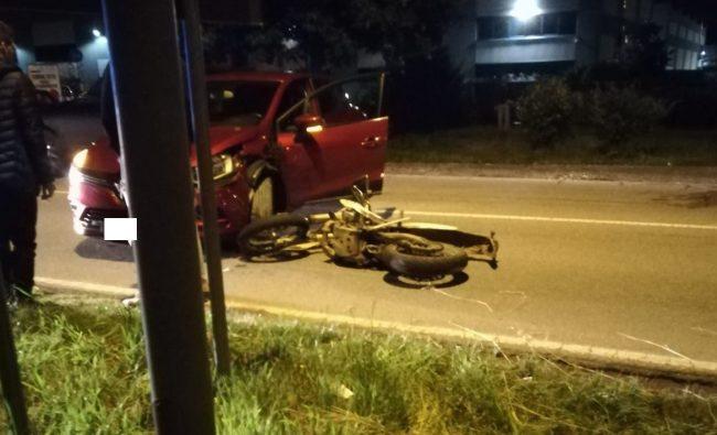 Scontro tra un&#8217&#x3B;auto e una moto: 18enne in ospedale