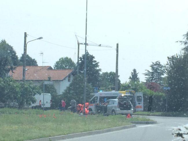 Ciclista investito a Robecchetto: ferito 26enne