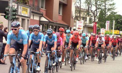 Giro d'Italia: il passaggio dei campioni di ciclismo - FOTO E VIDEO