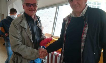Arconte Gatti indossa la fascia tricolore di Vanzaghello