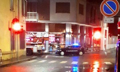 """""""Persona agitata chiusa in casa"""": in centro arrivano carabinieri e pompieri"""