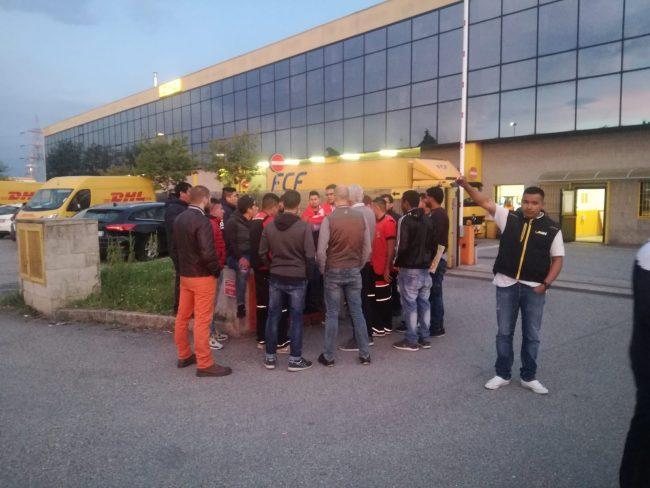 Quattro licenziamenti, protesta sindacale alla Dhl di Rho