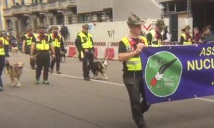 Paracadutisti e cinofili all'Adunata Alpini Milano 2019 - VIDEO