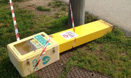 Defibrillatore danneggiato da vandali a Legnano FOTO