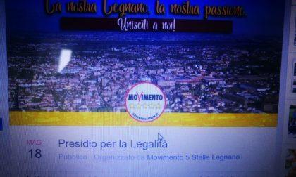 """Presidio in piazza di M5S: """"Sindaco dimettiti"""""""