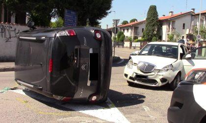 Incidente tra due auto a Parabiago FOTO
