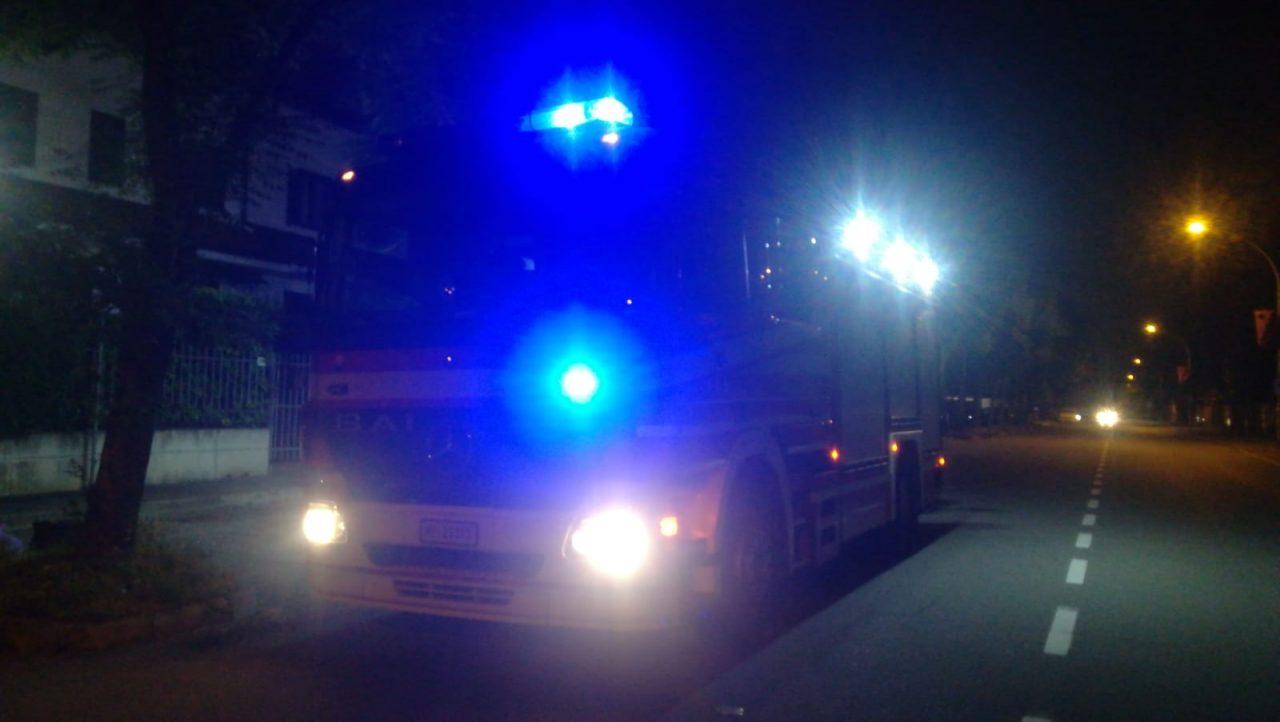 Auto a fuoco, paura in via Menotti