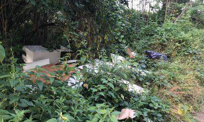 Abbandona rifiuti nei campi di Cascina Colombara: identificato
