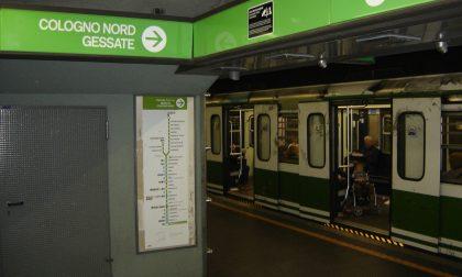 Tentato suicidio in metro, circolazione sospesa