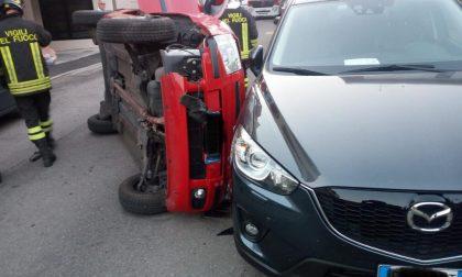 Incidente all'alba, auto ribaltata