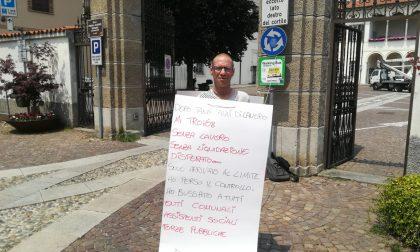 """Si lega al Comune: """"Rivoglio i miei soldi e un lavoro"""""""