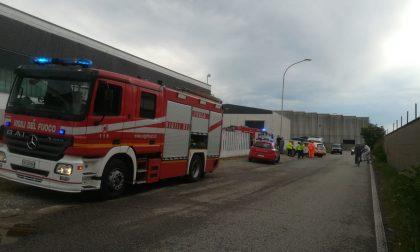 Incendio in  ditta chimica a Gorla, mezzi in azione