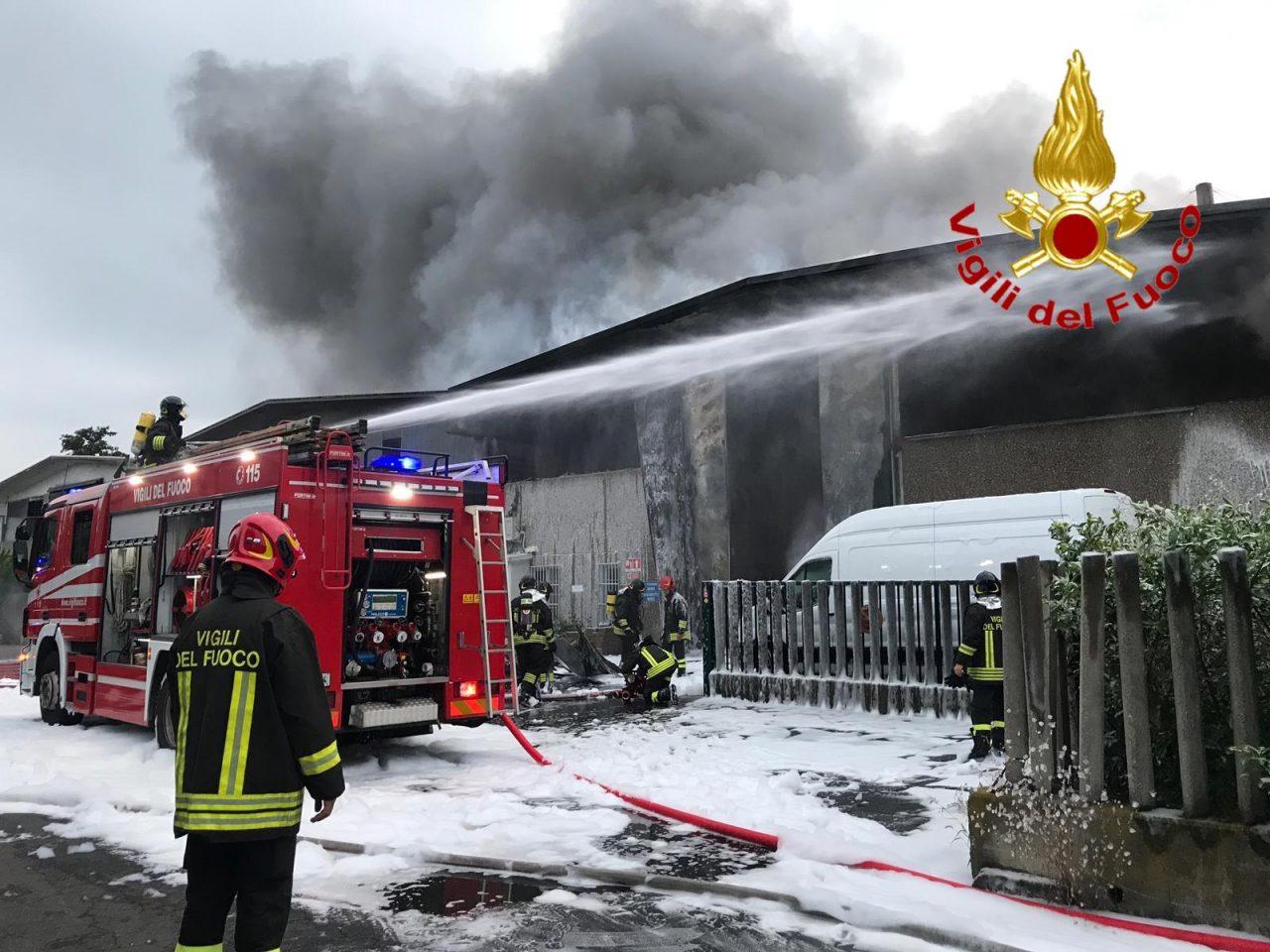 incendio in un deposito