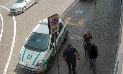 Aggrediscono verbalmente una donna: espulsi dall'Italia - LE FOTO