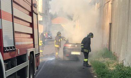 Auto distrutta dal fuoco a Busto Garolfo