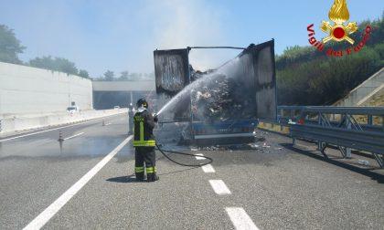 Incendio mezzo pesante sull'autostrada Pedemontana Lombarda