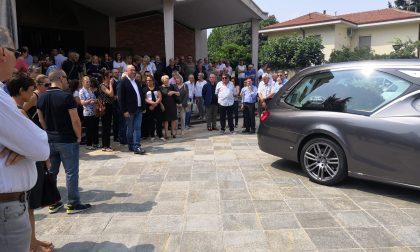 Folla per l'ultimo saluto all'ex sindaco di Caronno FOTO