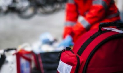 Investito mentre era in sella alla sua bici: arriva l'ambulanza